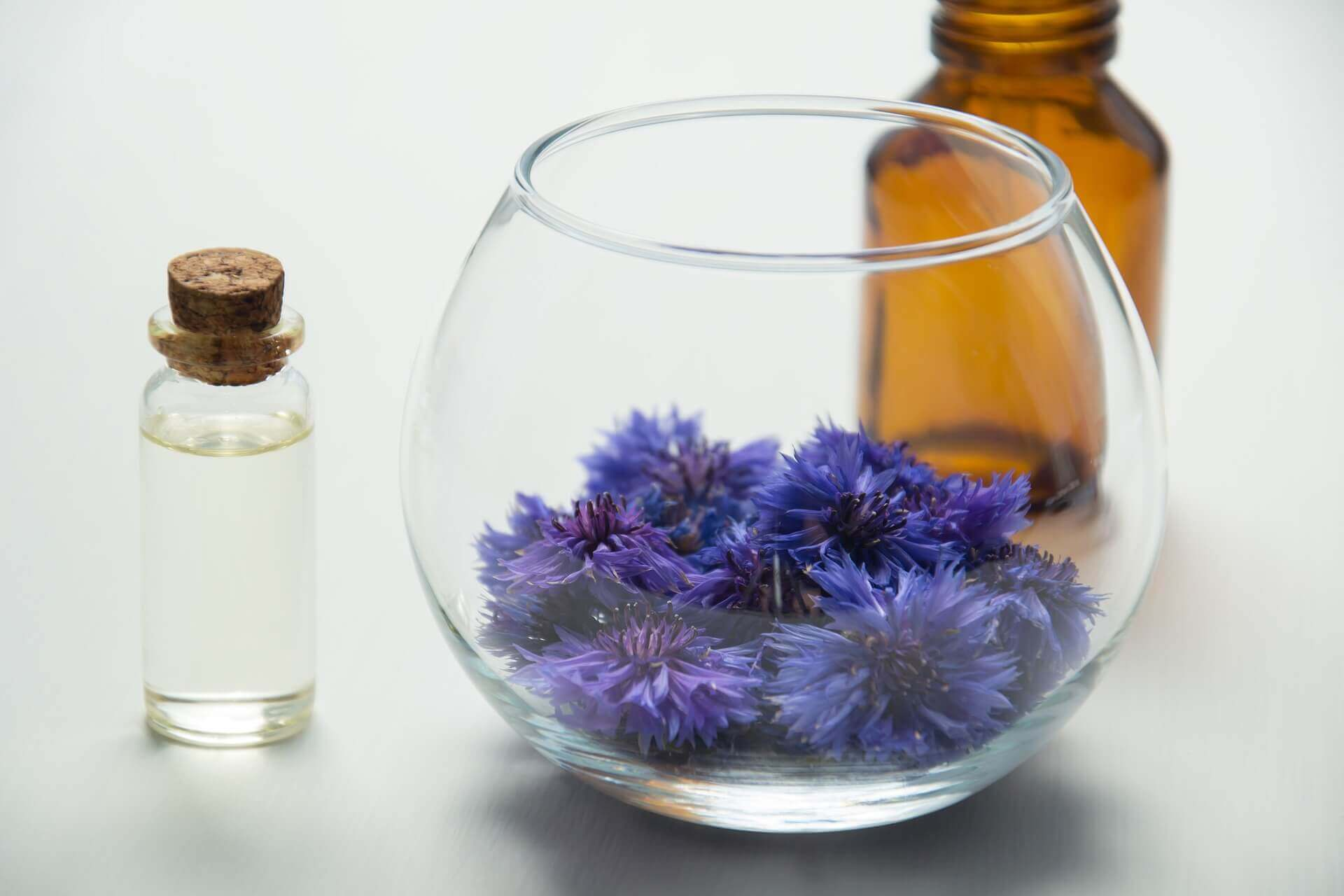 Essential Oils Is So Famous, But Why? #essentialoils #doterra #natural #aromatherapy #youngliving #wellness #lavender #oil #anxiety #healing #meditation #peace #gift #skin: Essential oils uses, List of essential oils,essential oils benefits, essential oils good for skin, 10 рорulаr еѕѕеntіаl оіlѕ,essential oils and pregnancy,essential oils diffuser, essential oils headache, essential oils for sleep, essential oils for anxiety,essential oils anxiety, essential oils lavender,how to use essential oils,essential oils benefits